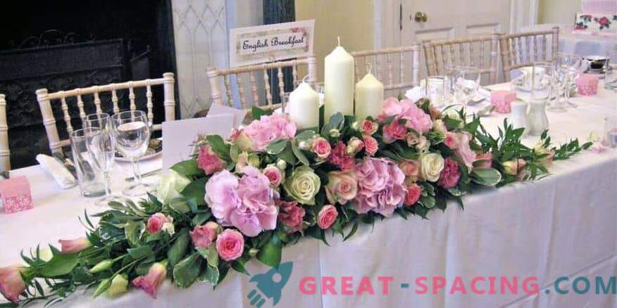 How to decorate a wedding celebration with flowers: florist tips