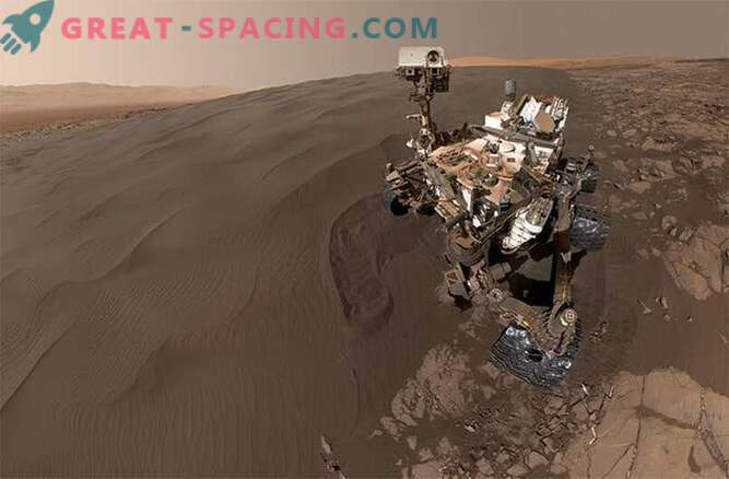 Selfies in the sandbox! Curiosity plays in the sand dunes of Mars