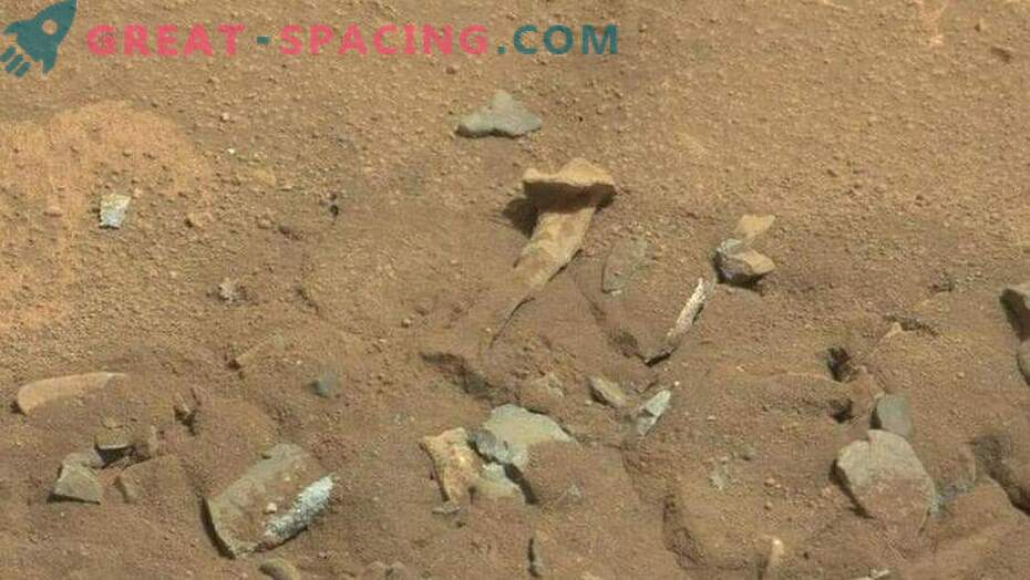 10 strange objects on Mars! Part 1